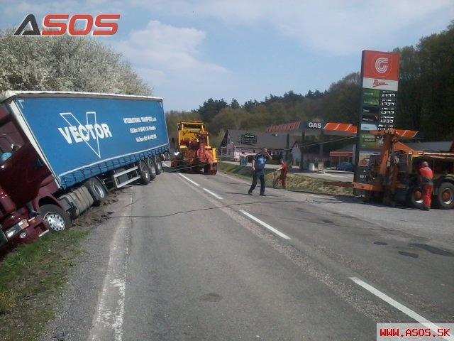 Nehoda ťahača Scania s návesom