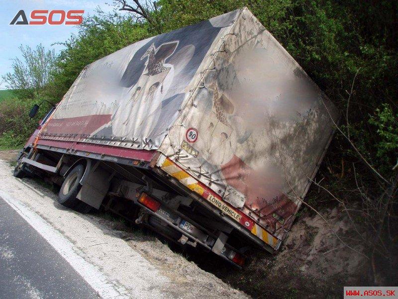 Nehoda nákladného vozidla Hradište