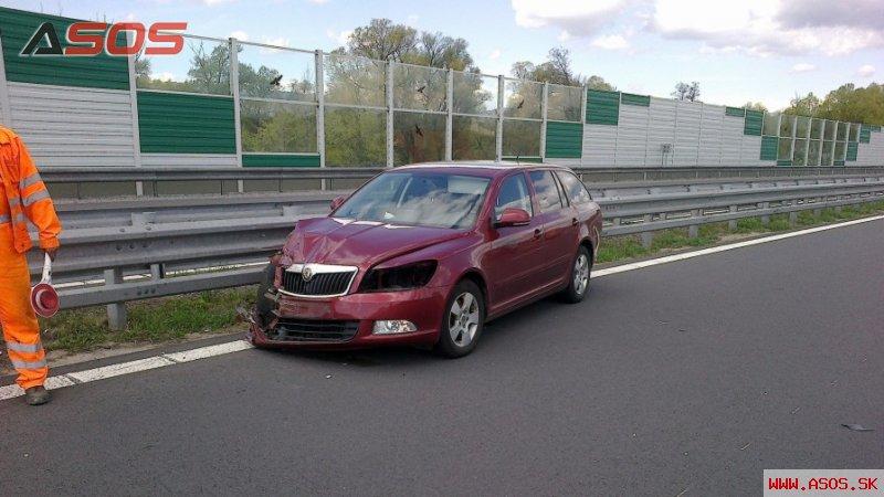 Dopravná nehoda Škody Octavia na R1