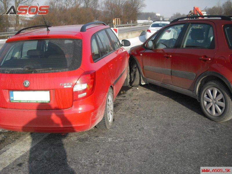 Nehoda vozidiel na D1 pri obci Budimír