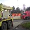 Kamión zapadnutý mimo vozovku